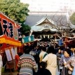 Japan - Tokyo - Ueno Park - The temples in Japan, and like here the stalls close by are popular. Perhaps especially on this day. It is the annual coming-of-age day.