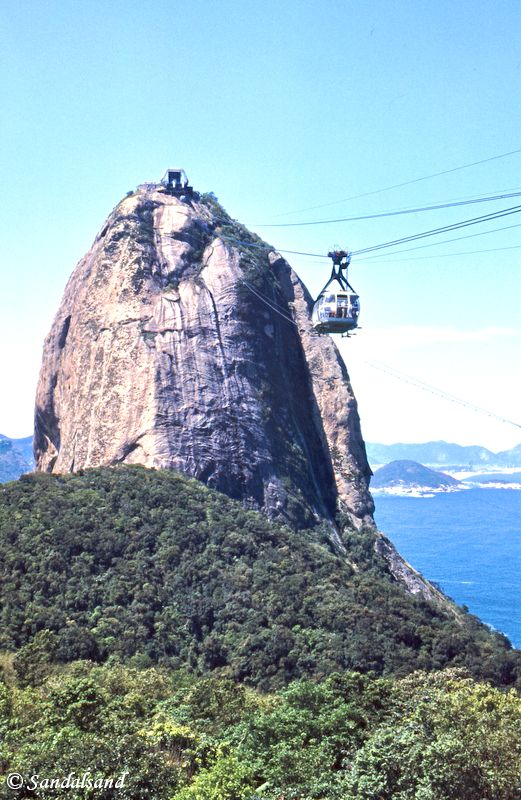 Brazil - Rio de Janeiro - Cable car on the way to Sugarloaf Mountain