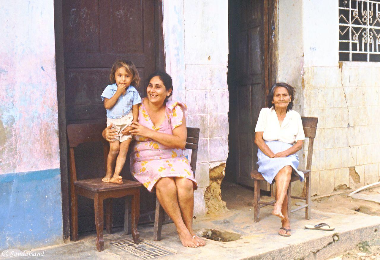 Ladies and child in Tarapoto, Peru