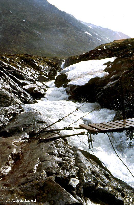 Oppland - Jotunheimen - Bru over fossende Hellstuguå