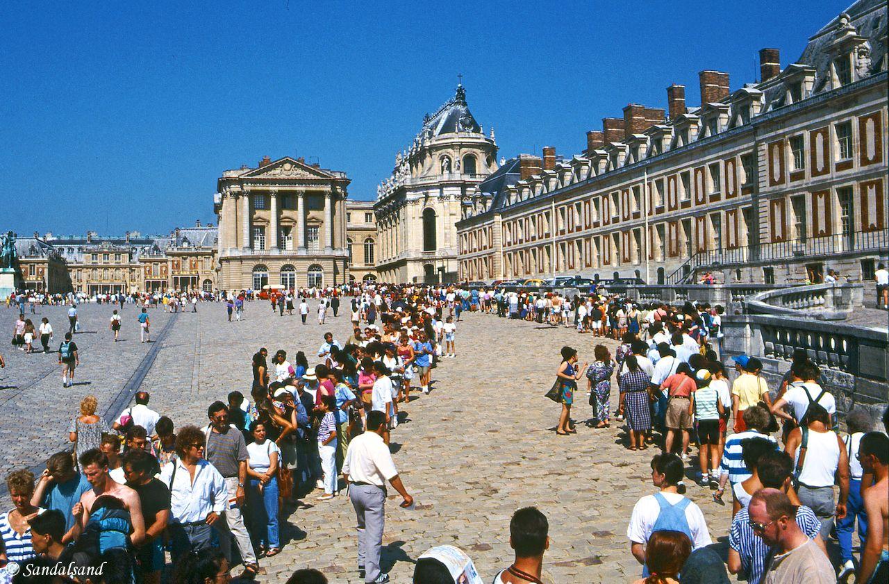 France - Versailles entrance queue