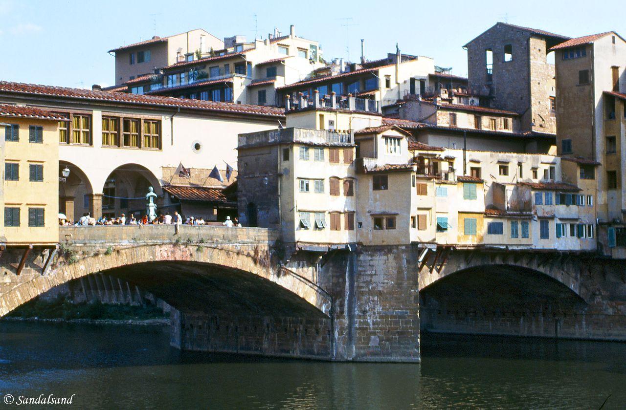 Italy - Toscana - Firenze (Florence) - Ponte Vecchio bridge across the River Arno