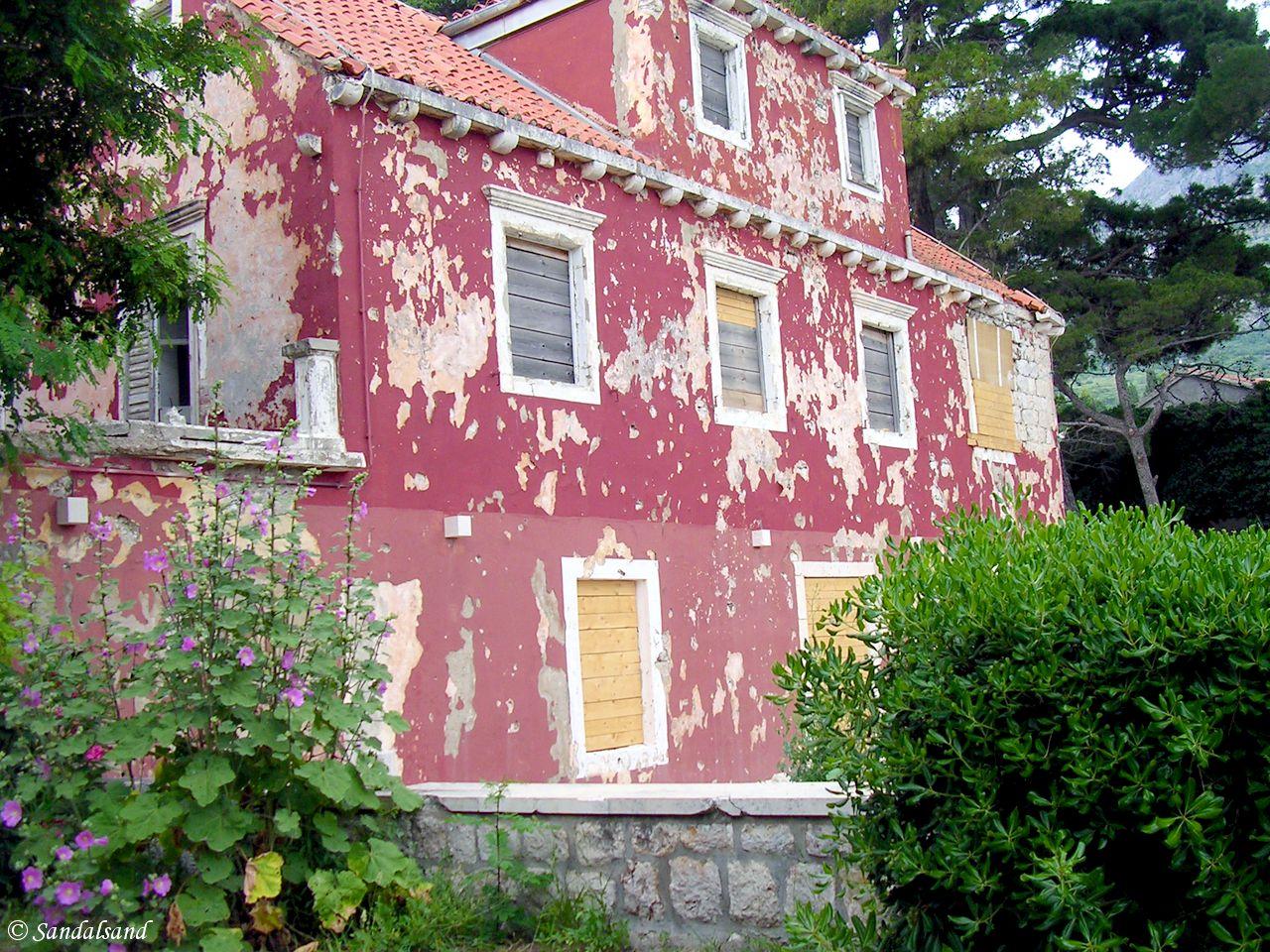 Croatia - Župa Dubrovačka - Bullet holes in house