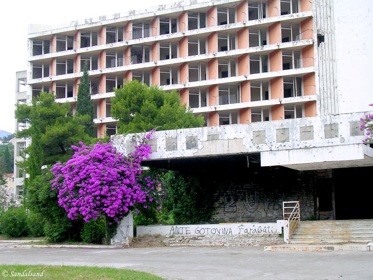 Croatia - Župa Dubrova?ka - burnt out former hotel