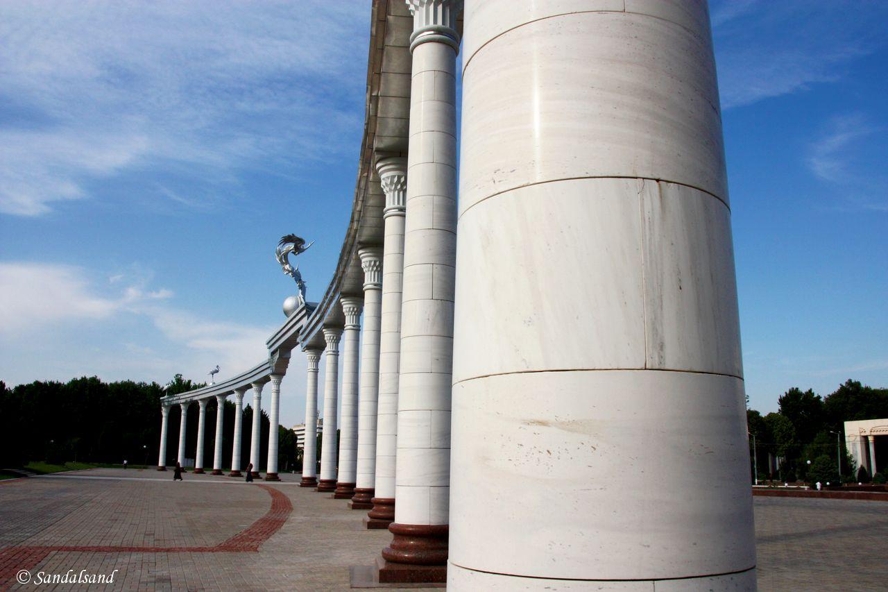 Uzbekistan - Tashkent - Mustakillik Square