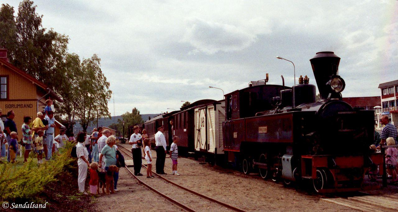 1992-08_003