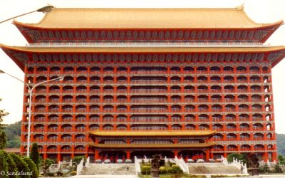 Taipei's snake market, immense treasures and an oversized hotel