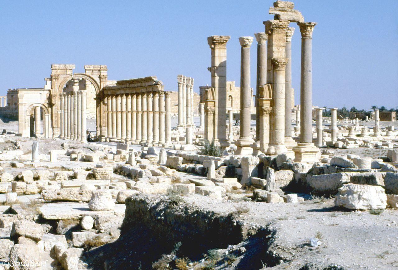 Syria - Palmyra - Column collonade and entrance to the ancient city