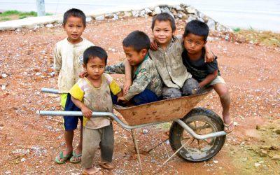 VIDEO – Laos (2) Northbound bus